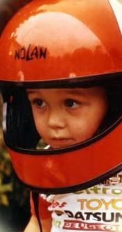 Matthijs Kienhuis met zijn helm als lievelingsspeelgoed